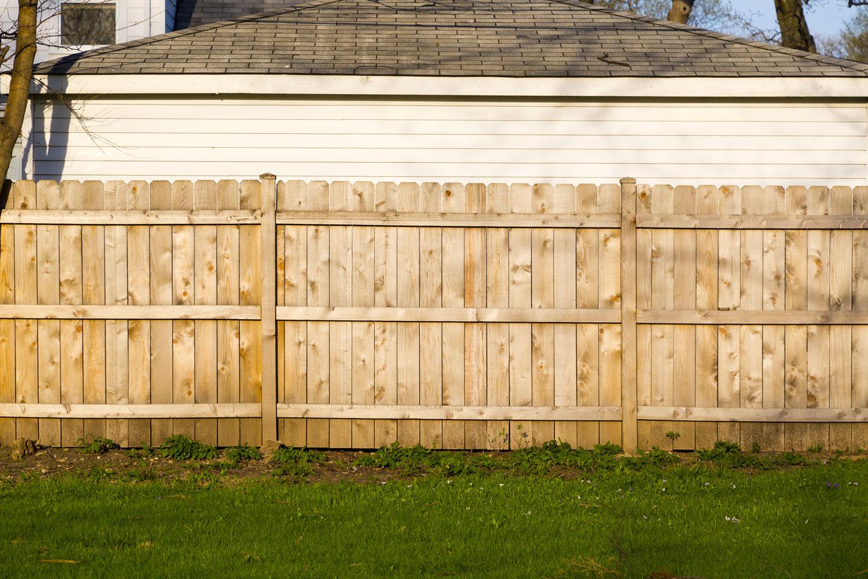 Как сделать временный забор на стройке